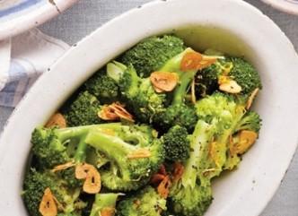 Broccoli with garlic and lemon