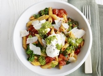 Pasta with cherry tomatoes, spinach, ricotta and pesto