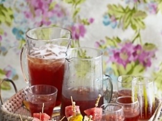 punch with rum and cranberries