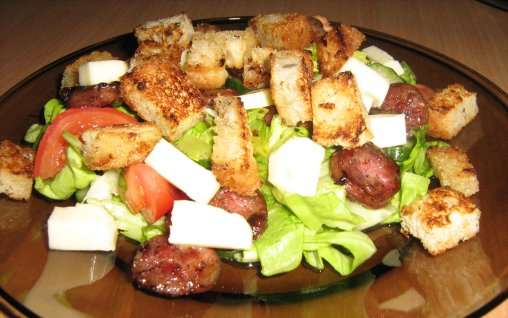Salad with Mozzarella, Sausages and Croutons