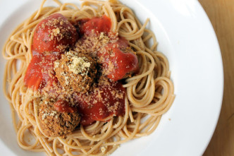 vegan meatballs with sauce